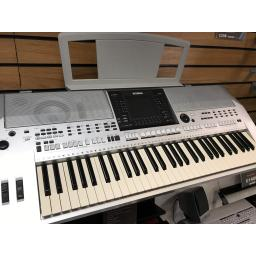 Yamaha PSRS900 Keyboard Pre-Owned