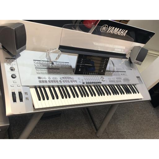 Yamaha Tyros 5 76 Note Keyboard Pre-Owned